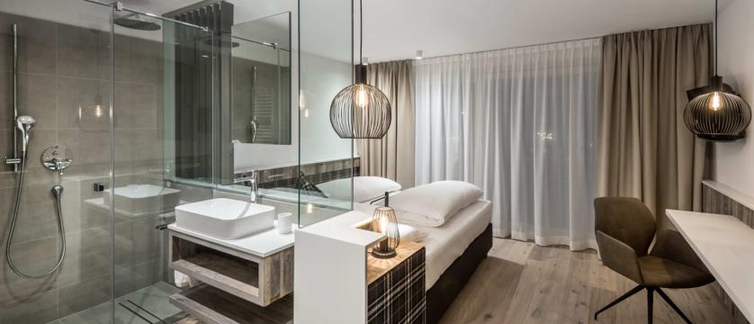 italy_dolomites_la_villa_hotel_ladinia_lavarella.jpg